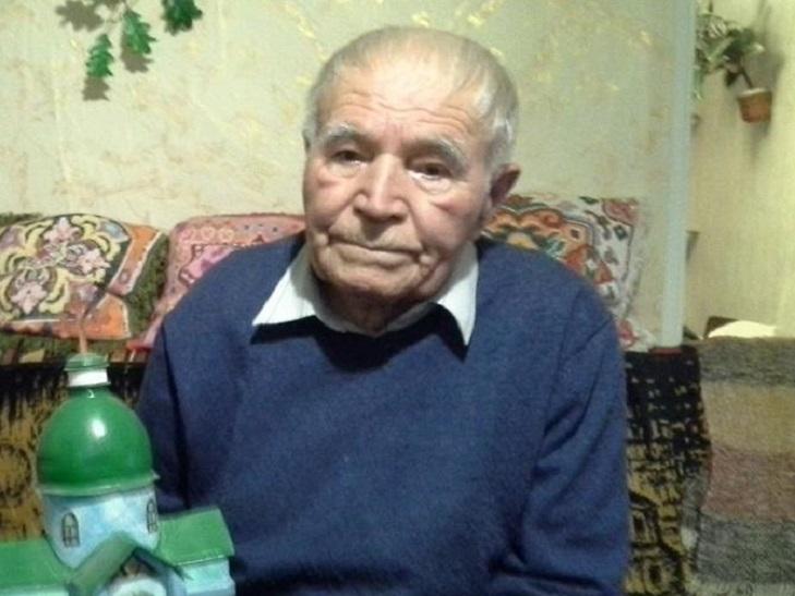 Пляшки. коробки, храми. Як 91-річний дідусь роздає віру у перемогу - фото 6