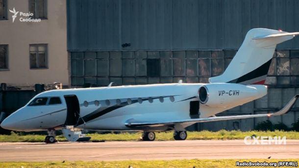 Журналісти показали, якими літаками літають депутати - фото 3