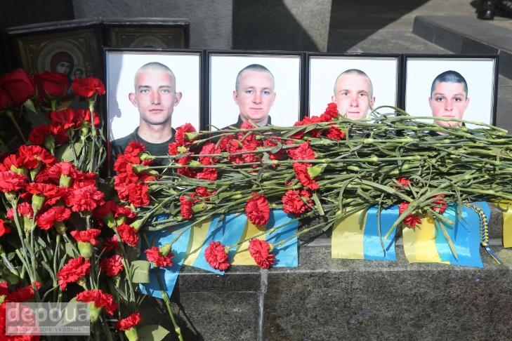 Як під Верховною Радою поминали загиблих нацгвардійців (ФОТОРЕПОРТАЖ) - фото 10