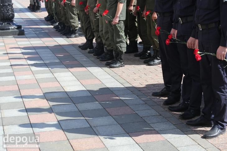 Як під Верховною Радою поминали загиблих нацгвардійців (ФОТОРЕПОРТАЖ) - фото 7