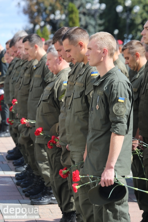 Як під Верховною Радою поминали загиблих нацгвардійців (ФОТОРЕПОРТАЖ) - фото 6