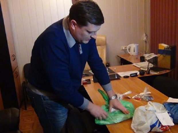 Мешканка Бердянська викрадала десятки тисяч з чужих кредитних карток - фото 1