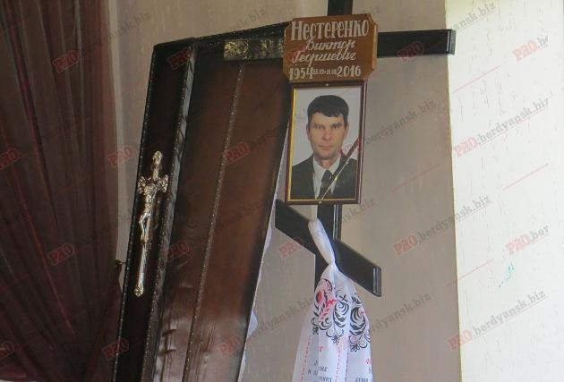 У Бердянську попрощалися з волонтером, який загинув в зоні АТО - фото 1