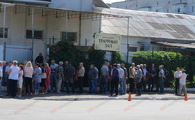 У Бердянську попрощалися з волонтером, який загинув в зоні АТО - фото 2