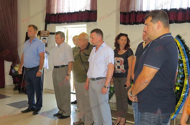 У Бердянську попрощалися з волонтером, який загинув в зоні АТО - фото 3