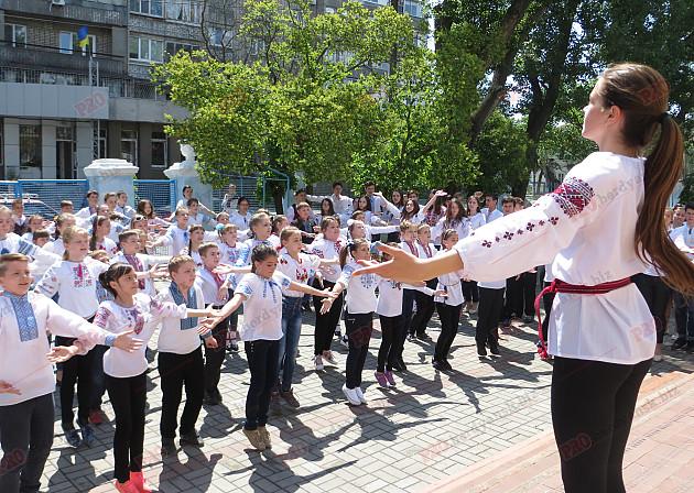 Як мешканці Бердянська відзначили День вишиванки - фото 4