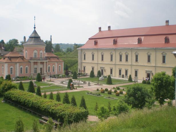 Одразу дві фортеці, що на Хмельниччині увійшли в 9 українських замків-фортець-палаців, які вражають своєю красою - фото 7
