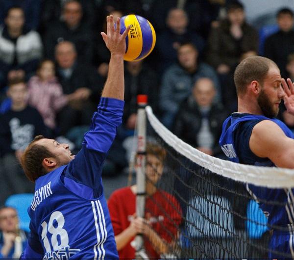 Футболісти і тренери «Дніпра» зіграли вбаскетбол таволейбол