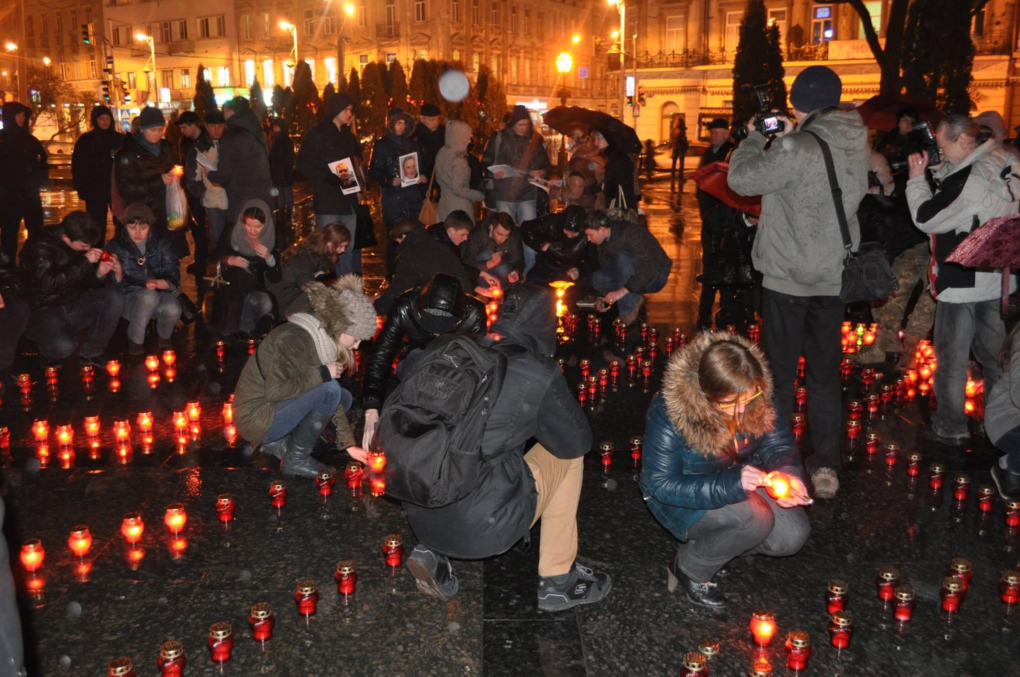 У Львові запалили свічки в пам'ять Героїв Небесної Сотні - фото 1