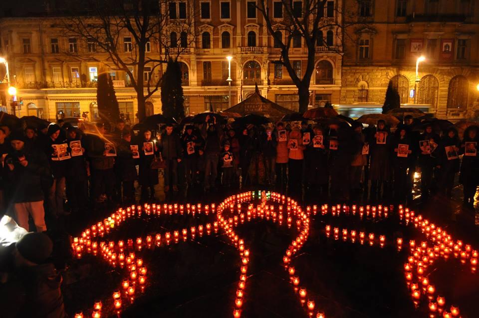 У Львові запалили свічки в пам'ять Героїв Небесної Сотні - фото 8