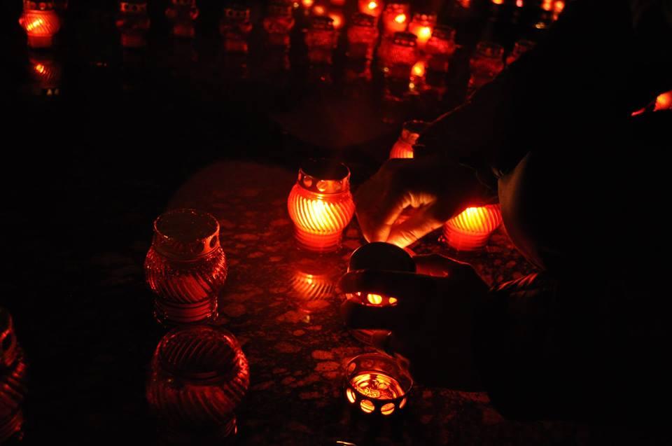У Львові запалили свічки в пам'ять Героїв Небесної Сотні - фото 3