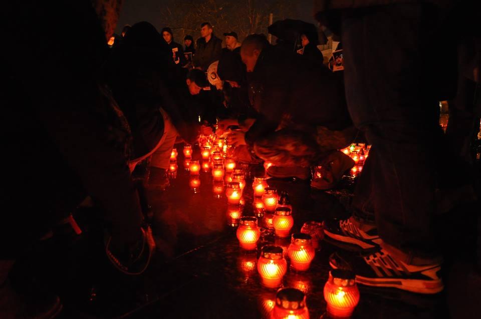 У Львові запалили свічки в пам'ять Героїв Небесної Сотні - фото 4
