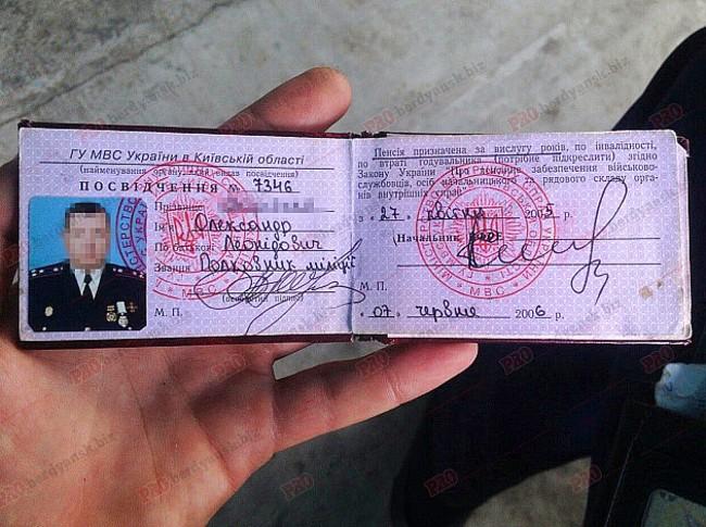 У Бердянську п'яний колишній працівник міліції з Києва спровокував ДТП - фото 2