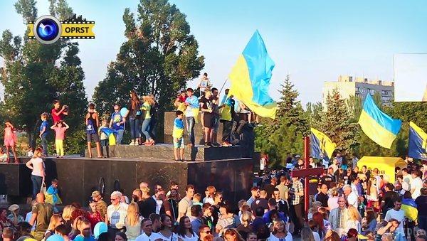Як святкували День Незалежності у звільнених від терористів містах Донбасу - фото 4