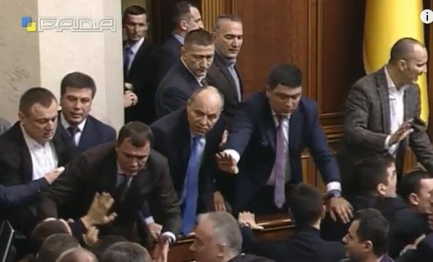 У Раді зчинилася масова бійка під час звіту Яценюка - фото 4