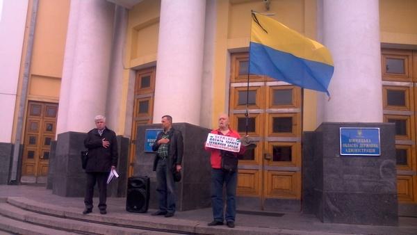 Адвокат Хорта голодує на сходах Вінницької обласної ради   - фото 2