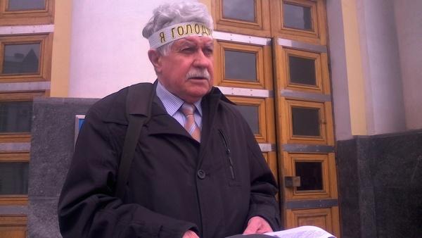 Адвокат Хорта голодує на сходах Вінницької обласної ради   - фото 1