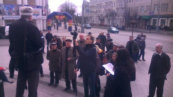 Адвокат Хорта голодує на сходах Вінницької обласної ради   - фото 3
