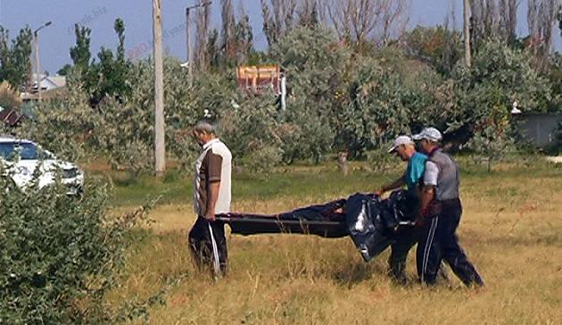 У Бердянську на пляжі знайшли труп чоловіка - фото 1