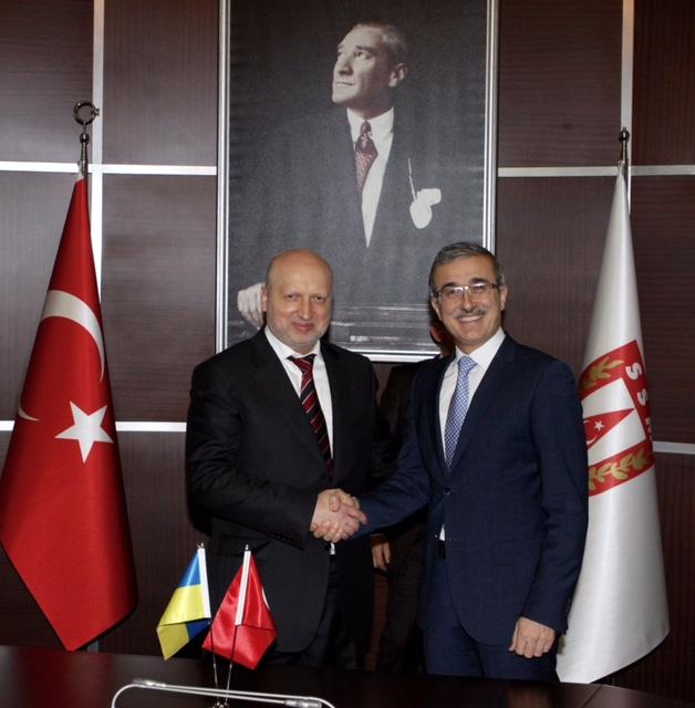 Турчинов у Туреччині домовляється про спільні оборонні підприємства - фото 1