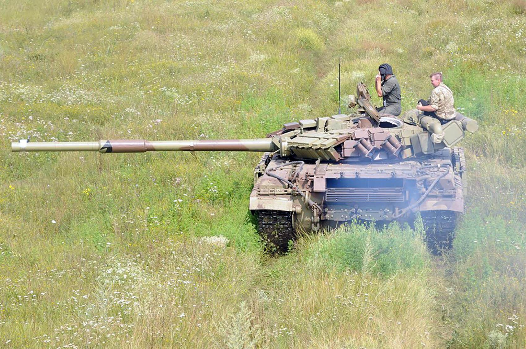 На Харківщині танкісти після повернення з АТО вступили в бій  - фото 1