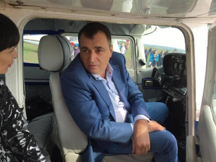 Найчастіше з нардепів Хмельниччини в квітні на своєму окрузі бував Володимир Мельниченко, а ось Олександр Герега – зовсім не з'являвся - фото 4