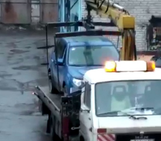Валерій Ніколаєв заснув в автоцентрі, де не схотіли ремонтувати його розбите авто  - фото 1