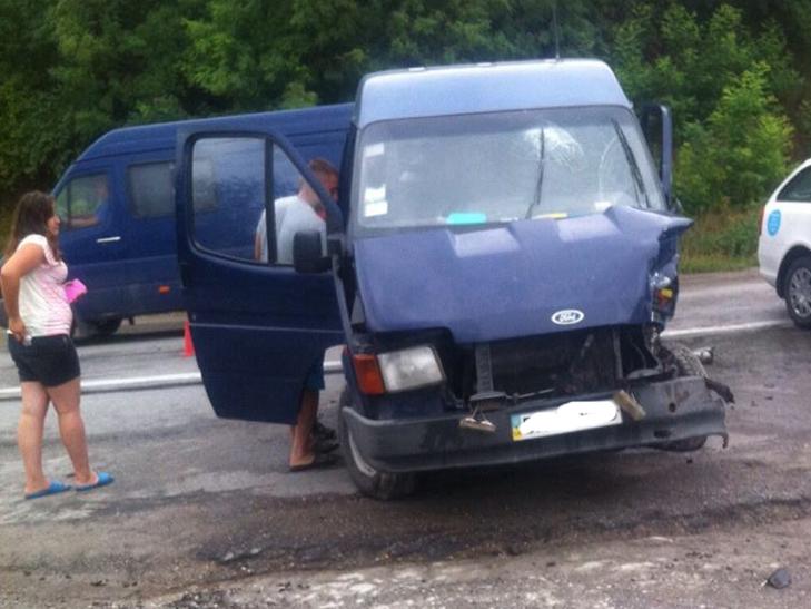 На Хмельниччині сталося ДТП, в якому 11 постраждалих, з них 4 дітей - фото 2