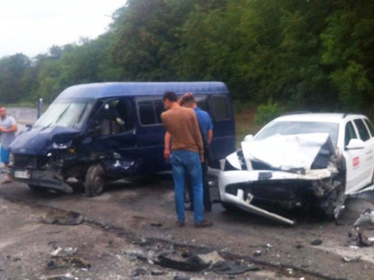На Хмельниччині сталося ДТП, в якому 11 постраждалих, з них 4 дітей - фото 1