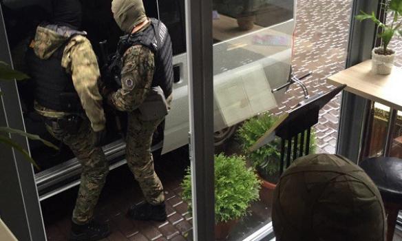 У Києві на хабарі поліцейському погорів кримінальний авторитет (ФОТО) - фото 4