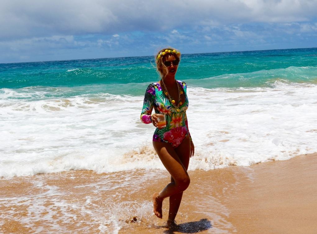 Зваблива Бейонсе похизувалася фігурою в яскравому купальнику  - фото 3