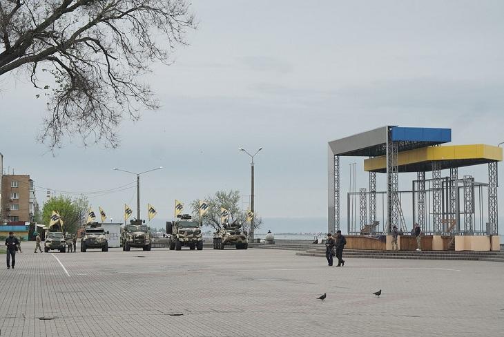 """У курортному місті триває підготовка до святкування полком """"Азов"""" другої річниці свого існування - фото 1"""
