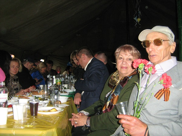 У віп-наметі на Набережній Дніпропетровська депутатка-регіонал пригощала горілкою (ФОТО) - фото 2