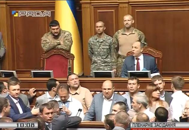 """Як Парубій """"під охороною"""" АТОшників відкривав Раду  - фото 2"""