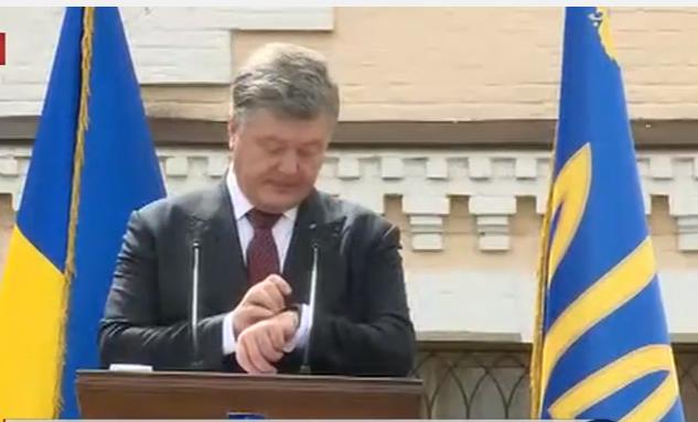 """Порошенко привітав Україну з """"тишею"""" на Донбасі  - фото 1"""