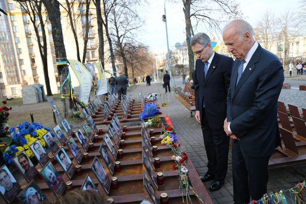Байден вшанував пам'ять героїв Небесної сотні - фото 1