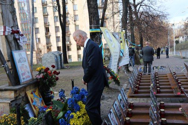 Байден вшанував пам'ять героїв Небесної сотні - фото 2