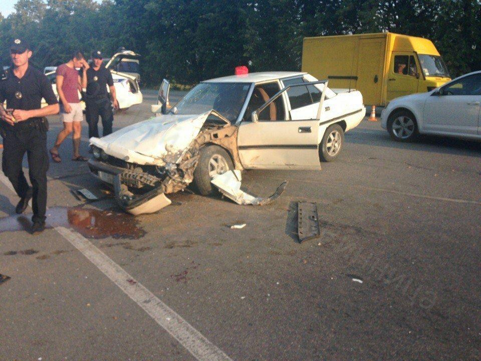 Вінничанин, який не справився з керуванням, спричинив зіткнення чьотирьох автомобілів - фото 1