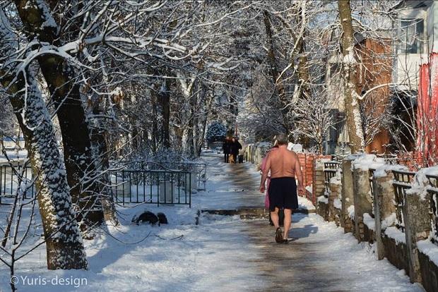 Бердянці продовжують шпацерувати зимовим містом голяка - фото 1