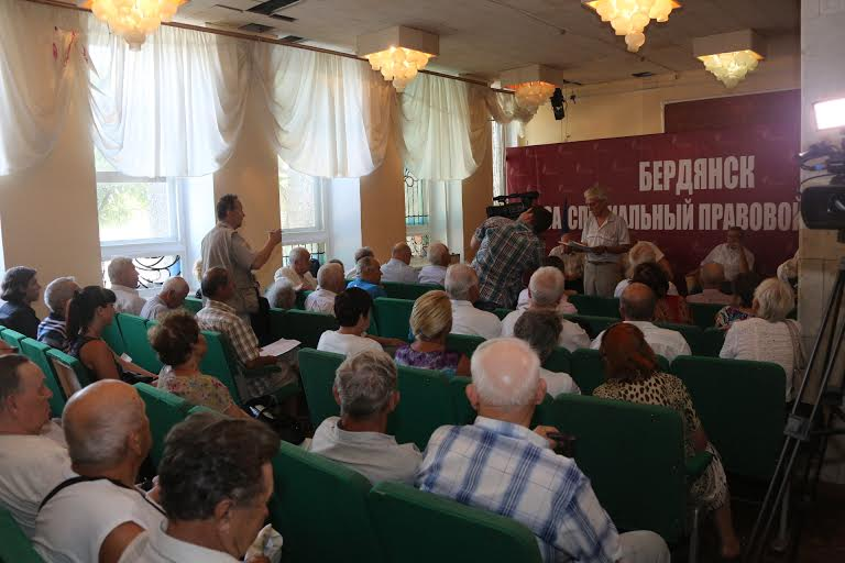 Бердянські депутати об'єдналися в групу на підтримку спецстатусу - фото 1