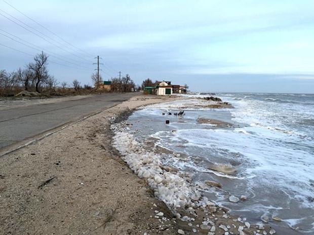 """Азовське море відрізає Бердянську косу від """"великої землі""""   - фото 9"""