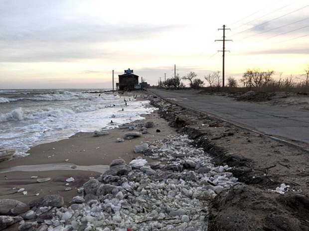 """Азовське море відрізає Бердянську косу від """"великої землі""""   - фото 1"""