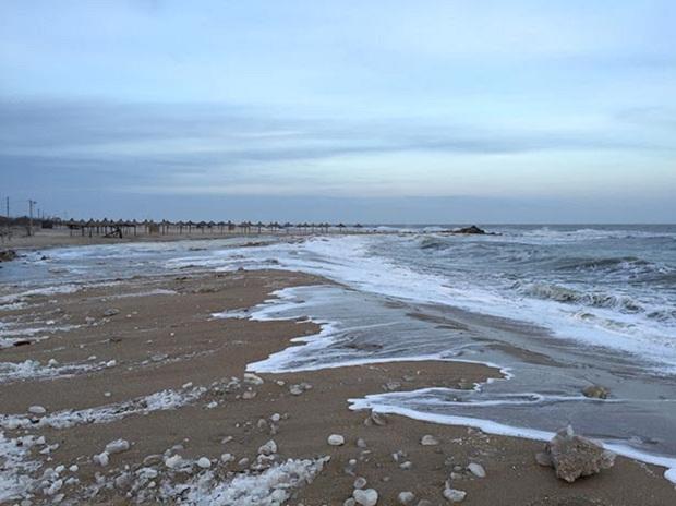 """Азовське море відрізає Бердянську косу від """"великої землі""""   - фото 7"""
