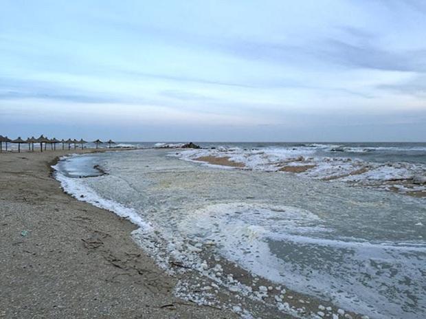 """Азовське море відрізає Бердянську косу від """"великої землі""""   - фото 3"""