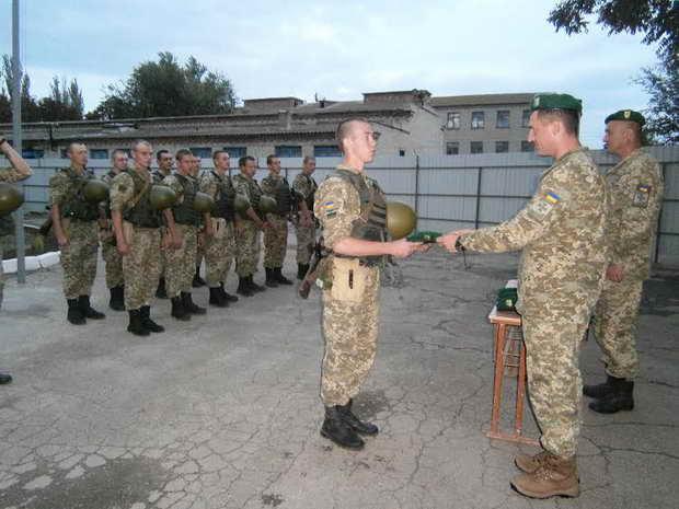 Хлопці, що нестимуть службу на межі з окупованим Кримом, отримали головний символ охоронців кордону  - фото 2