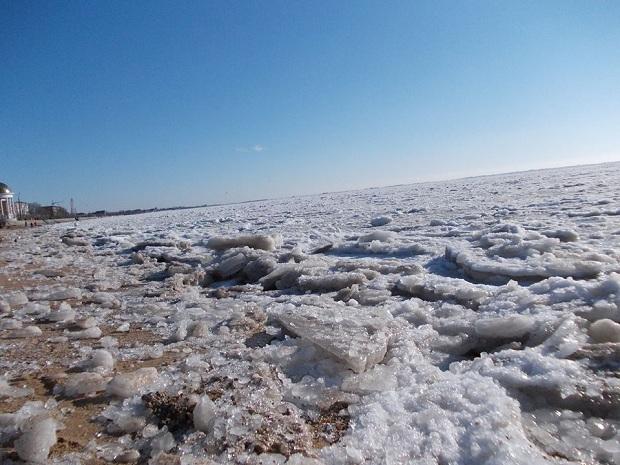 Бердянці викладають у соцмережі вражаючі світлини льодової пустелі, на яку перетворилася їхня затока - фото 3