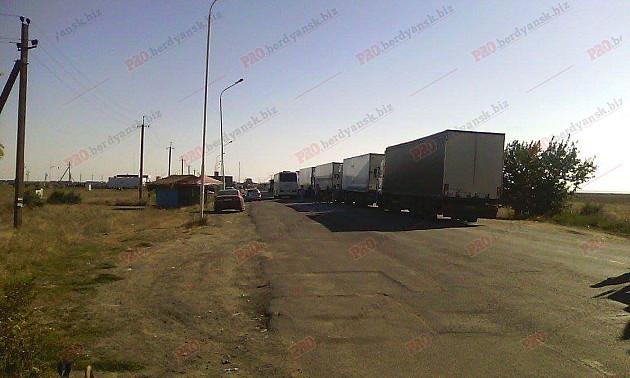 Бердянці допомагають блокувати окупований Крим - фото 2