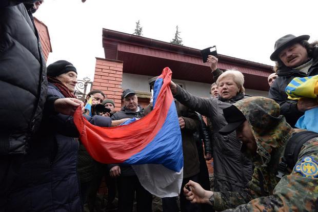 Як у Львові спалили російський прапор - фото 4
