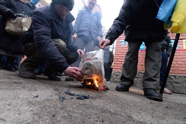 Як у Львові спалили російський прапор - фото 5
