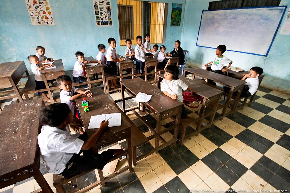 День знань: у всьому світі свято для дітей, а в нас – як на Росії - фото 17